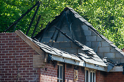 © Licensed to London News Pictures. 06/05/2020. Woolton Hill, UK. A exposed roof completely destroyed by fire. A fire has destroyed two houses on Woolton Lodge Gardens, Woolton Hill in Hampshire. The fire started approximately 20:10 BST on Tuesday 05/05/2020. Photo credit: Peter Manning/LNP