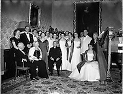 05/01/1956<br /> 01/05/1956<br /> 05 January 1956<br /> Festival singers entertain President Sean T. O'Kelly at Aras an Uachtarain.