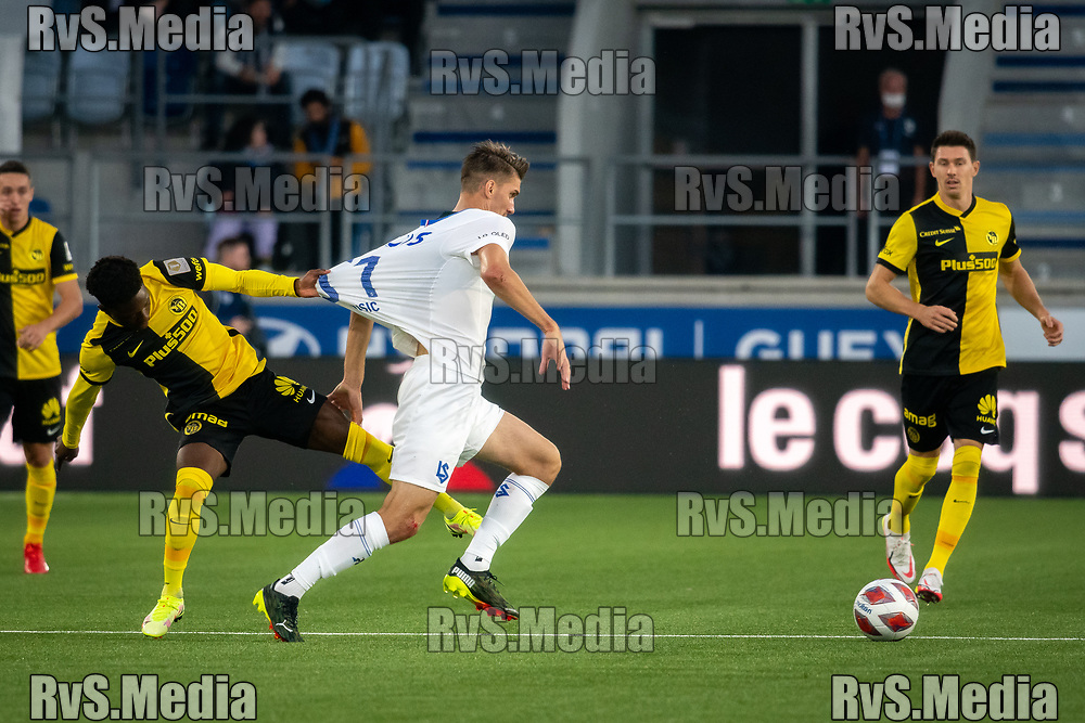 LAUSANNE, SWITZERLAND - SEPTEMBER 22: Anel Husic #51 of FC Lausanne-Sport battles for the ball with Felix Mambimbi #19 of BSC Young Boys in front of Christian Fassnacht #16 of BSC Young Boys during the Swiss Super League match between FC Lausanne-Sport and BSC Young Boys at Stade de la Tuiliere on September 22, 2021 in Lausanne, Switzerland. (Photo by Basile Barbey/RvS.Media/)