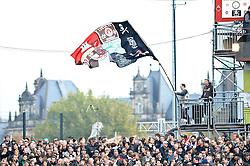 30.10.2010, Millerntor Stadion, Hamburg, GER, 1.FBL, FC St. Pauli vs Eintracht Frankfurt, im Bild Feature ein Fan von Pauli schwingt eine Pauli-Fahne EXPA Pictures © 2010, PhotoCredit: EXPA/ nph/  Witke+++++ ATTENTION - OUT OF GER +++++