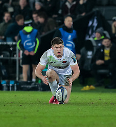 Saracens' Owen Farrell lines up a kick at goal<br /> <br /> Photographer Simon King/Replay Images<br /> <br /> European Rugby Champions Cup Round 5 - Ospreys v Saracens - Saturday 13th January 2018 - Liberty Stadium - Swansea<br /> <br /> World Copyright © Replay Images . All rights reserved. info@replayimages.co.uk - http://replayimages.co.uk