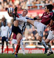 Photo: Daniel Hambury.<br />West Ham United v Portsmouth. The Barclays Premiership. 18/03/2006.<br />West Ham's Yossi Benayoun (R) and Portsmouth's Sean Davis battle.