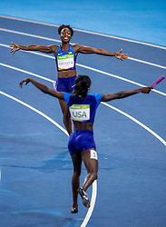 19-08-2016 BRA: Olympic Games day 14, Rio de Janeiro<br /> Tianna Bartoletta, Allyson Felix, English Gardner en Tori Bowie slaagden er vanuit de lastige baan 1 in de titel te grijpen met een tijd van 41,01, de tweede tijd ooit.