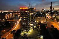 06 SEP 2007, HAMBURG/GERMANY:<br /> Buerohaus des Nachrichtenmagazins Der Spiegel an der Hamburger Brandtstwiete, fotografiert in Richtung Westen<br /> IMAGE: 20070906-01-106<br /> KEYWORDS: Bürohaus, Spiegelhaus, Spiegel-Haus, Abend, abends, Sonnenuntergang, blaue Stunde