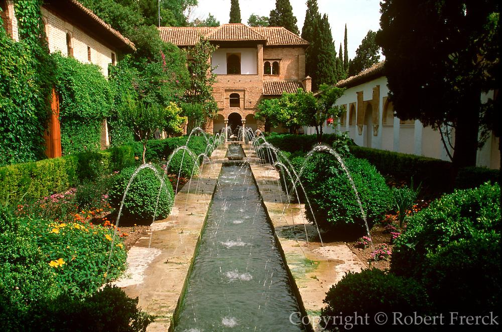 SPAIN, ANDALUSIA, GRANADA ALHAMBRA; gardens of the Generalife