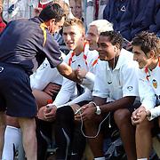 NLD/Buitenpost/20050707 - Oefenwedstrijd Cambuur - Valencia, bank, 2de v rechts, Patrick Kluivert