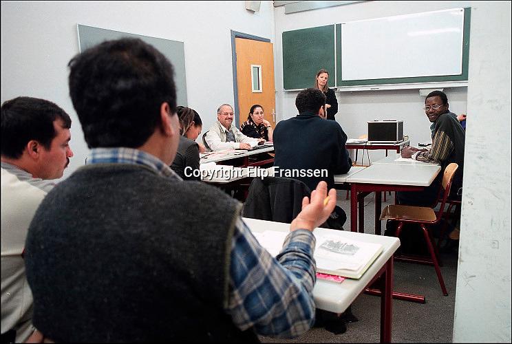 Nederland, Nijmegen, 22-4-2001Nederlandse les voor allochtonen, vluchtelingen in de avond aan het ROC. InburgerenFoto: Flip Franssen/Hollandse Hoogte
