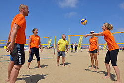 20150627 NED: WK Beachvolleybal day 2, Scheveningen<br /> Nederland heeft er sinds zaterdagmiddag een vermelding in het Guinness World Records bij. Op het zonnige strand van Scheveningen werd het officiële wereldrecord 'grootste beachvolleybaltoernooi ter wereld' verbroken. Maar liefst 2355 beachvolleyballers kwamen zaterdag tegelijkertijd in actie / FIVB President Dr. Ary S. Graca, Joost Kooistra, Caroline Wensink, Laura Bloem, Janneke van Tienen