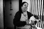 Una donna all'interno della sua casa nel quartiere di Tor Sapienza. Roma 21 novembre 2014.  Christian Mantuano / OneShot