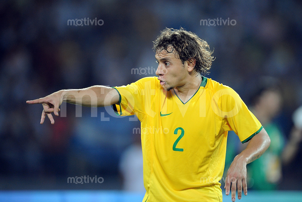 Olympia 2008  Peking  Fussball Halbfinale  Maenner 19.08.2008 Argentinien - Brasilien Rafinha (BRA)