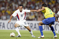 FOOTBALL - CONFEDERATIONS CUP 2003 - GROUP B - BRASIL v USA - 030621 - LANDON DONOVAN (USA) / LUCIO (BRA) - PHOTO JEAN MARIE HERVIO / DIGITALSPORT