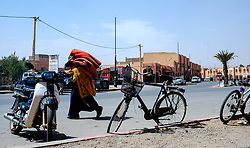 A man carrying carpets to the market in in Tazenakht, southern Morocco, Africa<br /> <br /> (c) Andrew Wilson   Edinburgh Elite media