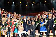 Koninkrijksconcert 2013 in het Circustheater in Scheveningen / Kingdom Concert 2013 at the Circus Theatre in Scheveningen<br /> <br /> Op de foto / On the photo:  Koning Willem-Alexander en Koningin Maxima met o.a. Guus Meeuwis, Caro Emerald, Huub Stapel, Jeroen van der Boom, Brigitte Kaandorp, Carel Kraayenhof, Arthur and Lucas Jussen, Paul van Vliet, Racoon, Percossa, Andre Kuipers, Robbert Dijkgraaf, Noa Wildschut, Datapanik, Levi Silvanie, Ashton Brothers, Izaline Calister, leerlingen Lucia Marthas.