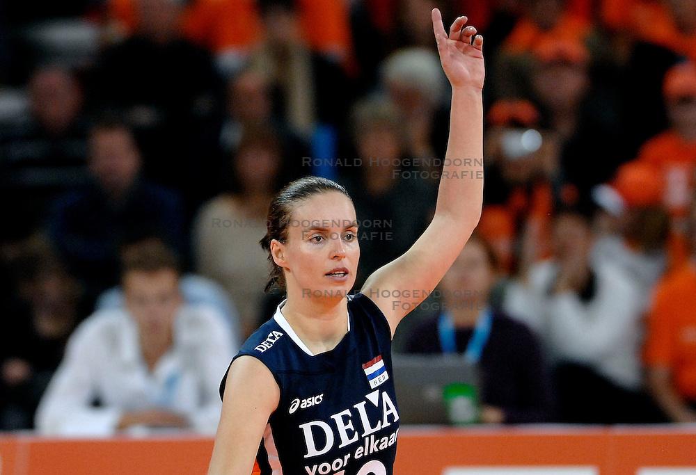 11-11-2007 VOLLEYBAL: PRE OKT: NEDERLAND - AZERBEIDZJAN: EINDHOVEN<br /> Nederland wint ook de de laatste wedstrijd. Azerbeidzjan verloor met 3-1 / Janneke van Tienen<br /> ©2007-WWW.FOTOHOOGENDOORN.NL