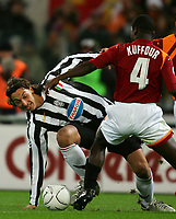 Fotball<br /> Serie A Italia<br /> Foto: Graffiti/Digitalsport<br /> NORWAY ONLY<br /> <br /> 19.11.2005<br /> Roma v Juventus 1-4<br />  <br /> Juventus Zlatan Ibrahimovic and As Roma Samuel Kuffour