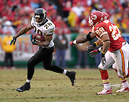 Jacksonville Jaguars running back Fred Taylor (28) rushes outside, chased by Kansas City safety Sammy Knight (29) in the first half at Arrowhead Stadium in Kansas City, Missouri, December 31, 2006.  The Chiefs beat the Jaguars 35-30.<br />