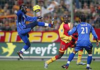 Fotball<br /> Frankrike 2004/05<br /> Lens v Bastia<br /> 18. desember 2004<br /> Foto: Digitalsport<br /> NORWAY ONLY<br /> PASCAL CHIMBONDA (BAS) / JOHN UTAKA (LENS)