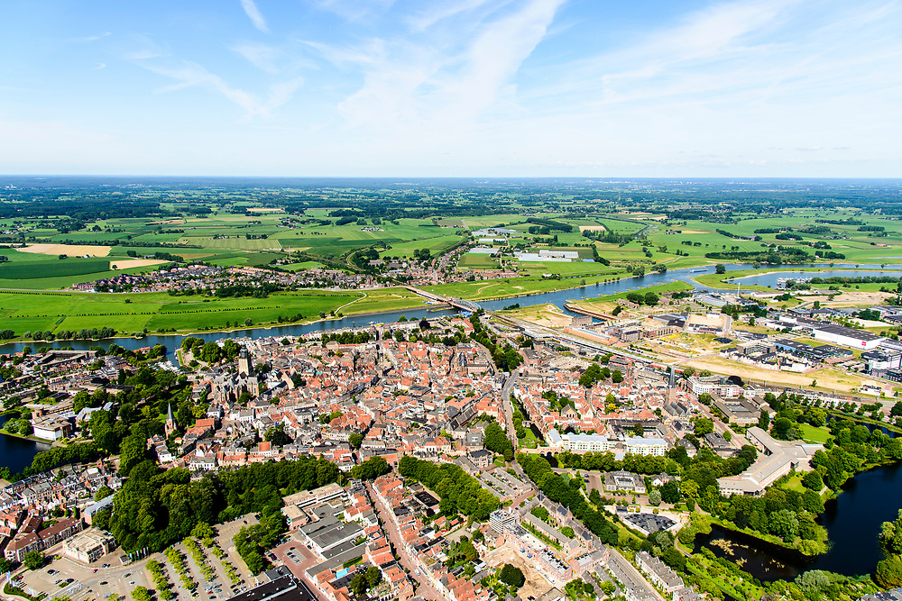 Nederland, Gelderland, Gemeente Zutphen, 17-07-2017; overzicht van de binnenstad met Sint Walburgiskerk, IJssel met spoorbrug in de achtergrond.<br /> Overview of the town with St. Walburga Church<br /> <br /> luchtfoto (toeslag op standard tarieven);<br /> aerial photo (additional fee required);<br /> copyright foto/photo Siebe Swart