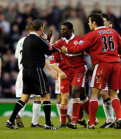 Fotball<br /> Premier League England 2004/2005<br /> 18.12.2004<br /> Foto: SBI/Digitalsport<br /> NORWAY ONLY<br /> <br /> Middlesbrough v Aston Villa<br /> Barclays Premiership, 18/12/2004.<br /> <br /> Middlesbrough's George Boateng (C) argues with referee Andy D'Urso after he is the subject of several crunching tackles from Villa's Gavin McCann