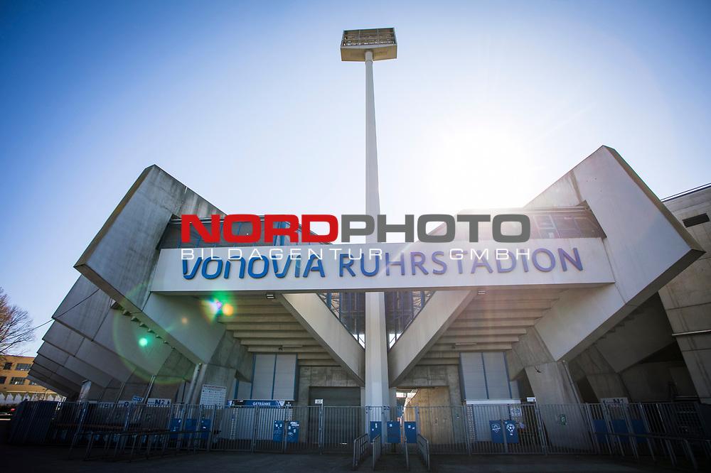 22.03.2020, Vonovia Ruhrstadion , Bochum<br /> <br /> im Bild | picture shows:<br /> <br /> Rund um das Bochumer Vonovia Ruhrstadion herrscht komplette Leere. <br /> <br /> Foto © nordphoto / Rauch