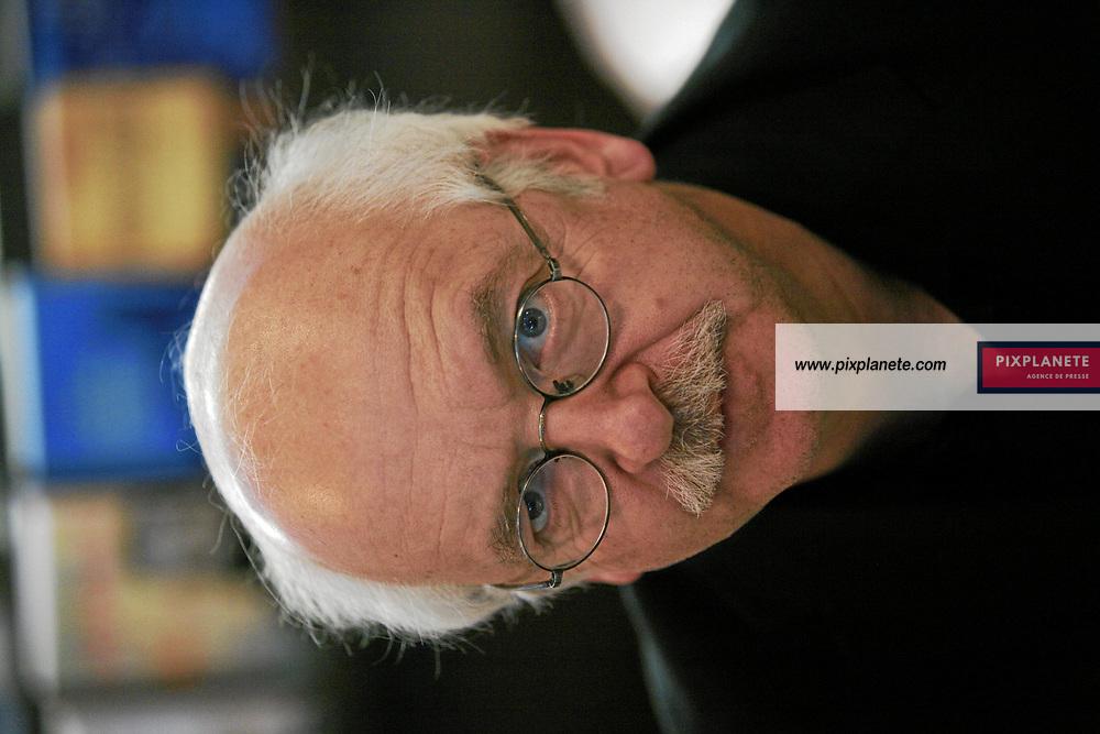 Erik Orsenna - Salon du livre de Paris - 27/03/2007 - JSB / PixPlanete
