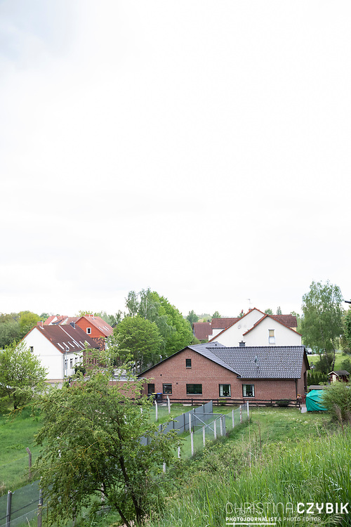 Grenzdenkmal der innerdeutschen Grenze in Hötensleben, Sachsen-Anhalt, Deutschland, 4. Mai 2020<br /> <br /> PICTURED: Ehemalige Grenzsignalzäune  und Hundelaufzone