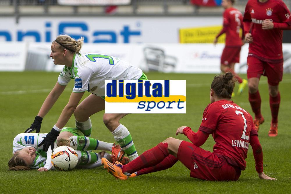 BILDET INNGÅR IKKE I FASTAVTALER. ALL NEDLASTING BLIR FAKTURERT.<br /> <br /> Fotball<br /> Tyskland<br /> 20.02.2016<br /> Foto: imago/Digitalsport<br /> NORWAY ONLY<br /> <br /> Fußball, Allianz Frauen Bundesliga, VfL Wolfsburg - FC Bayern München; Caroline Graham Hansen (Wolfsburg, 26) Verletzt, am Boden, behandelt, injury, injured, hurt. xtgx