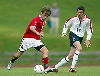 Fotball 30. juli 2003, Åpent nordisk mesterskap G.17. Danmark V England, <br /> Lasse Qvist, Danmark, scoret Danmarks første mål. Her mot  Richard Stearman, England