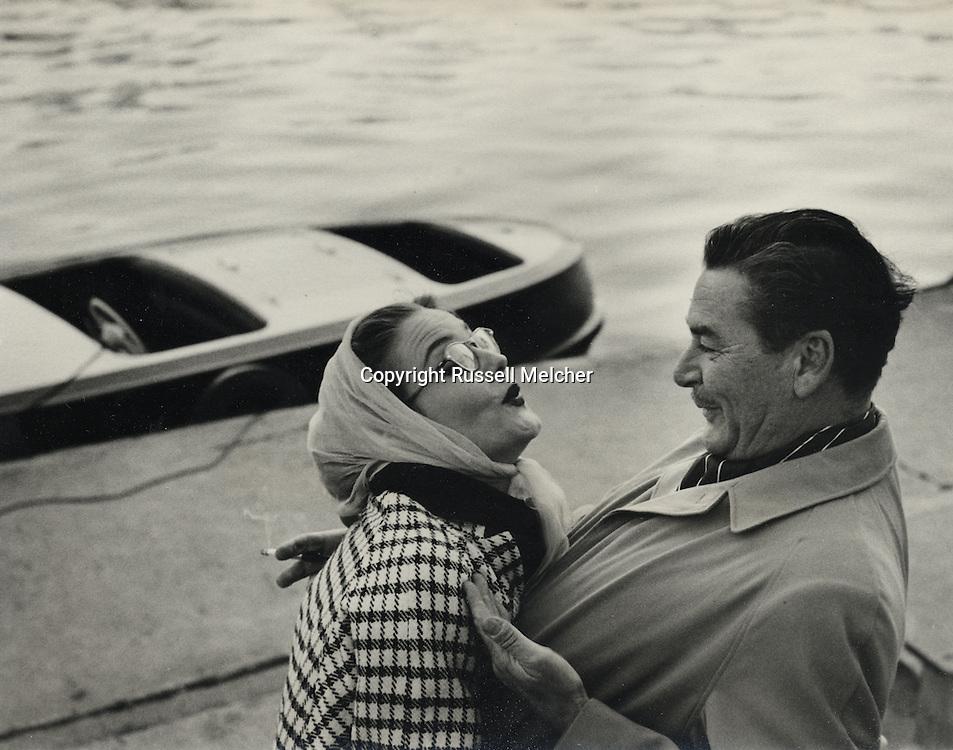 Errol Flynn and his wife Patricia in front of the boat she gave him on his birthday in Paris on the Seine river.<br /> <br /> Errol Flynn et son épouse Patricia en face du bateau qu'elle vient de lui offrir pour son anniversaire à Paris, sur la Seine