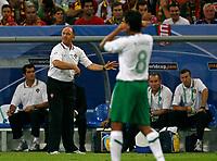 Photo: Glyn Thomas.<br />Portugal v Mexico. FIFA World Cup 2006. 21/06/2006.<br /> Portugal's head coach Luiz Felipe Scolari (second from L).