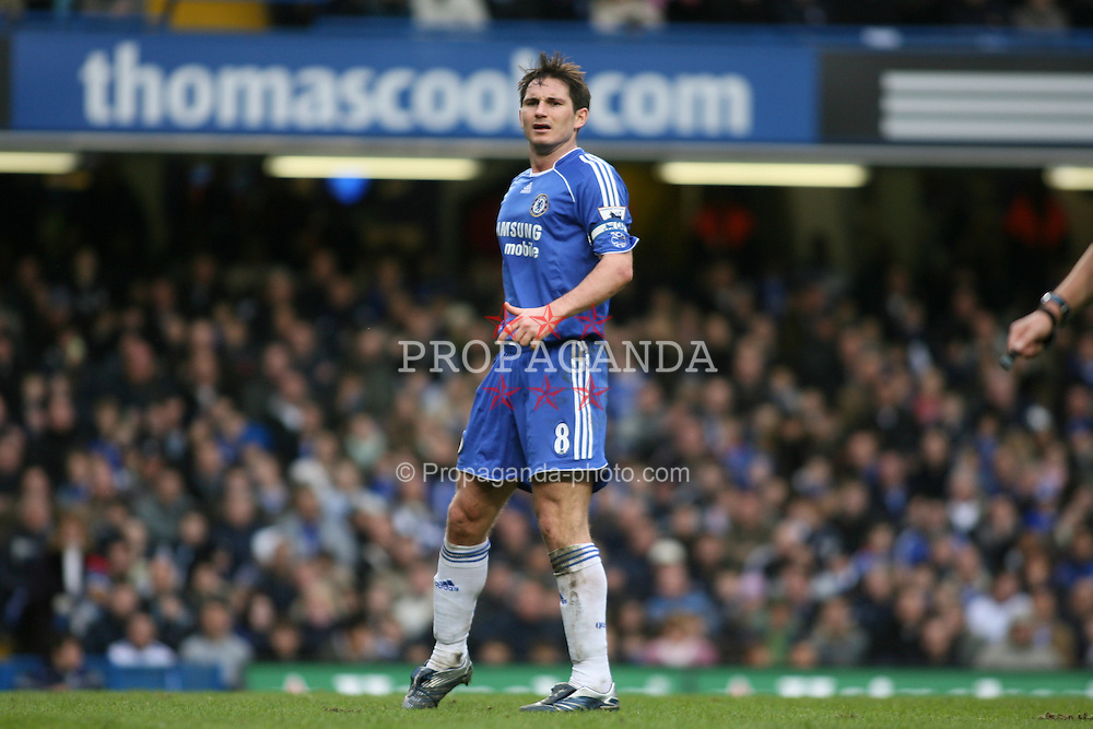 LONDON, ENGLAND - Sunday, January 28, 2007: Chelsea's Frank Lampard in action against Nottingham Forest during the FA Cup 4th Round match at Stamford Bridge. Chelsea won 3-0. (Pic by Chris Ratcliffe/Propaganda)