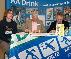 17-02-2007 ATLETIEK: AA DRINK TALENTTEAM: GENT<br /> Ondertekening sponsorcontract tussen AA Drink en het Talentteam / Daniel Franken, Cees Pille en Rien van Haperen<br /> ©2007-WWW.FOTOHOOGENDOORN.NL