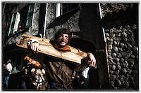 Depuis 1986, chaque 3ème week-end de septembre, la ville du Puy-en-Velay (Haute-Loire) retrouve ses couleurs Renaissance. A travers une fête populaire d'une haute tenue culturelle, la cité prend prétexte d'un ancien et authentique concours d'archerie pour se replonger dans son passé glorieux...Quatre jours durant, la priorité est donnée aux spectacles de rue et à la reconstitution de la vie quotidienne au XVIe siècle dans le Velay. Camps de toile, luttes au son du canon, mercenaires en rupture de solde, artisans itinérants, cuisine d'époque, pèlerins en partance pour Saint-Jacques de Compostelle composent un véritable décor vivant.