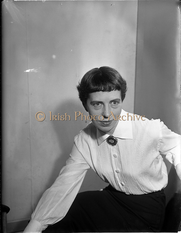 29/01/1957<br /> 01/29/1957<br /> 29 January 1957<br /> Miss Maire McEntee at office for Sáirséal agus Dill, publishers.