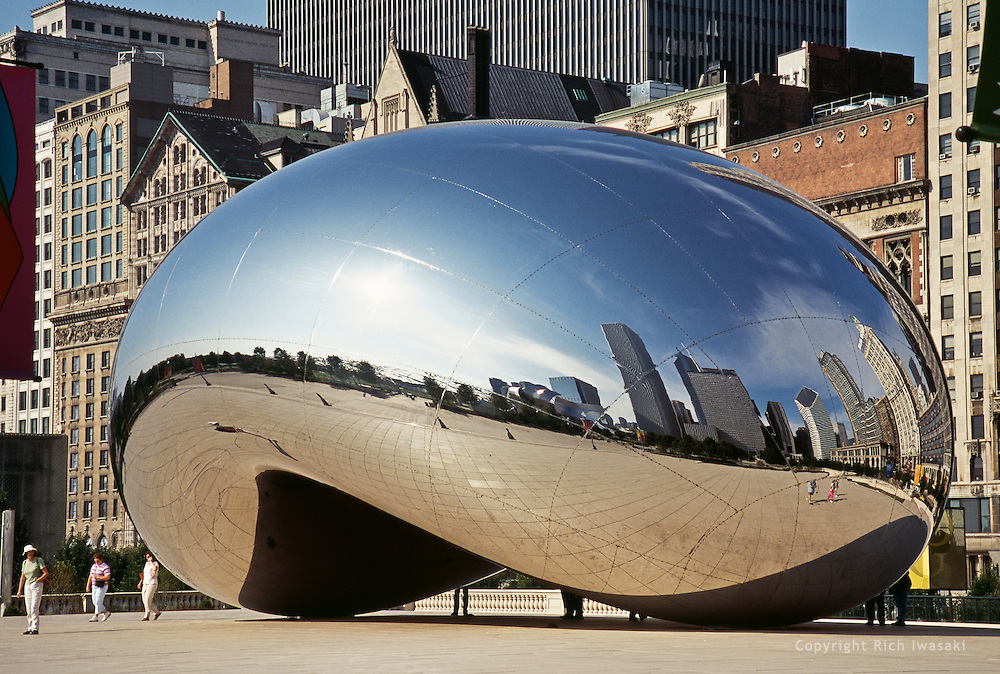 """View of """"Cloud Gate"""" stainless steel sculpture by Anish Kapoor at Millenium Park, Chicago, Illinois"""