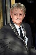 Aankomst gasten bij Slotfeest 200 jaar Koninkrijk op de Amstel met een muzikaal feest rondom de Magere Brug.<br /> <br /> Op de foto:  burgemeester van Amsterdam - Eberhard van der Laan