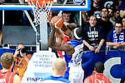 DESCRIZIONE : Cantù Lega A 2012-13 Acqua Vitasnella Cantù EA7Emporio Armani Milano  <br /> GIOCATORE : Adrian Uter<br /> CATEGORIA : Tiro<br /> SQUADRA : Acqua Vitasnella Cantù<br /> EVENTO : Campionato Lega A 2013-2014<br /> GARA : Acqua Vitasnella Cantù EA7Emporio Armani Milano <br /> DATA : 23/12/2013<br /> SPORT : Pallacanestro <br /> AUTORE : Agenzia Ciamillo-Castoria/I.Mancini<br /> Galleria : Lega Basket A 2013-2014  <br /> Fotonotizia : Cantù Lega A 2013-2014 Acqua Vitasnella Cantù EA7Emporio Armani  Milano <br /> Predefinita :