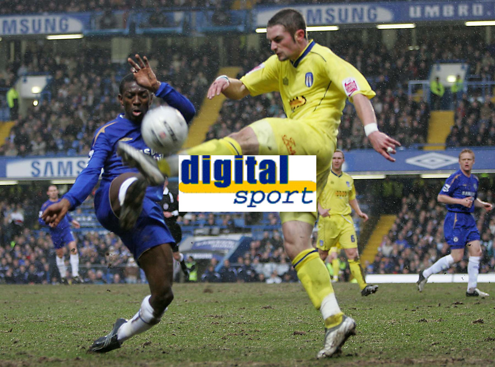 Photo: Lee Earle.<br /> Chelsea v Colchester United. The FA Cup. 19/02/2006. Chelsea's Shaun Wright Phillips (L) battles with John White.