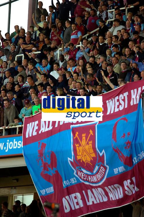 Photo: Ed Godden/Sportsbeat Images.<br /> West Ham United v Bolton Wanderers. The Barclays Premiership. 05/05/2007. West Ham fans at full-time.