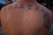 Havana_Cuba, 21 de Maio de 2011..Irasema, nome da mãe deste jovem que estava no Malecon em Havana..Irasema, nombre de la madre de este joven que estaba en el malecón de La Habana..Foto: LEO DRUMOND / NITRO