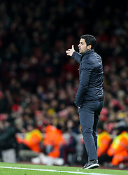 Arsenal manager Mikel Arteta goves out some instruction - Mandatory by-line: Arron Gent/JMP - 27/02/2020 - FOOTBALL - Emirates Stadium - London, England - Arsenal v Olympiacos - UEFA Europa League Round of 32 second leg