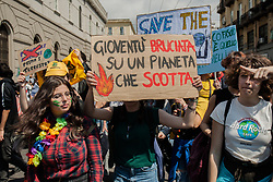 May 24, 2019 - Naples, Italy - Students demonstrate during the Fridays for Future - climate strikes for the implementation of the Paris World Climate Agreement in Naples, Italy on May 24, 2019  (Credit Image: © Paolo Manzo/NurPhoto via ZUMA Press)