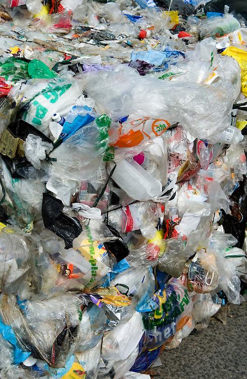 Nederland, Zwolle, 3 juli 2010.Ingezameld plastic. Tot handzame balen samengeperst plastic uit plastic inzamel containers.Foto (c)  Michiel Wijnbergh
