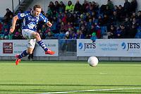 1. divisjon fotball 2015: Hødd - Fredrikstad. Hødds Ole Amund Sveen skyter i førstedivisjonskampen mellom Hødd og Fredrikstad på Høddvoll.