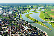 Nederland, Overijssel, Deventer, 17-07-2017; overzicht binnenstad Deventer met o.a. IJsselkade, Welle, rechts de neiuw aangelegde nevengeul.<br /> Overview downtown Deventer, Deventer city centre.<br /> <br /> luchtfoto (toeslag op standard tarieven);<br /> aerial photo (additional fee required);<br /> copyright foto/photo Siebe Swart