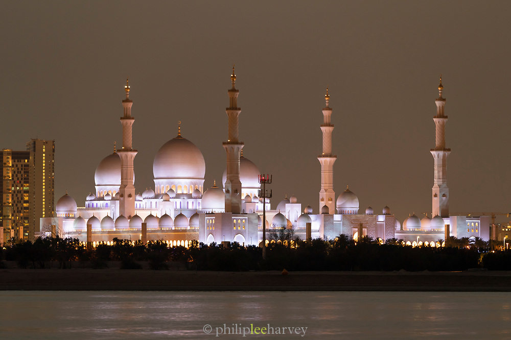 Exterior view of the illuminated Sheikh Zayed Mosque at night, the largest mosque in United Arab Emirates, constructed between 1996 and 2007, Abu Dhabi, United Arab Emirates
