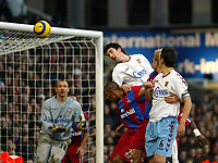Fotball<br /> Premier League England 2004/2005<br /> Foto: SBI/Digitalsport<br /> NORWAY ONLY<br /> <br /> 03.01.2005<br /> <br /> Crystal Palace v Aston Villa<br /> <br /> Liam Ridgewell of Villa tries to head goalwards as Gabor Kiraly the Palace keeper looks on and Fitz Hall is out jumped.