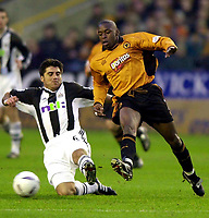 Fotball - Engelsk FA-cup - Tredje runde - 05.01.2003<br /> Wolverhampton v Newcastle 3-2<br /> Shaun Newton - Wolves<br /> Clarence Acuna - Newcastle<br /> Foto: Richard Lane, Digitalsport
