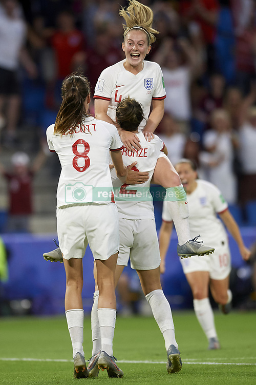 June 27, 2019 - Le Havre, France - LUCY BRONZE of England celebrates a goal with her teammates during the 2019 FIFA Women's World Cup France Quarter Final match between Norway and England in Le Havre, France. England won 3:0. (Credit Image: © Jose Breton/NurPhoto via ZUMA Press)
