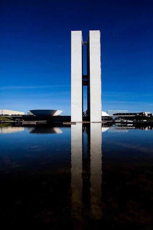 Brasilia_DF, Brasil.<br /> <br /> Congresso Nacional, projetado pelo arquiteto Oscar Niemeyer em Brasilia, Distrito Federal.<br /> <br /> National Congress, designed by architect Oscar Niemeyer in Brasilia, Distrito Federal.<br /> <br /> Foto: JOAO MARCOS ROSA / NITRO